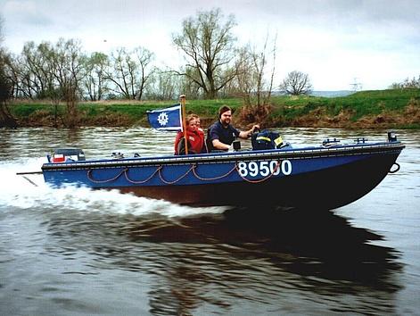 RuS-Boot in voller Fahrt